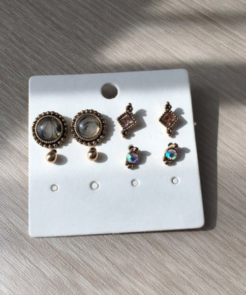 holic earrings (4set)